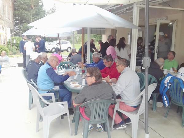 à table les amis Pétank-Golfeurs!