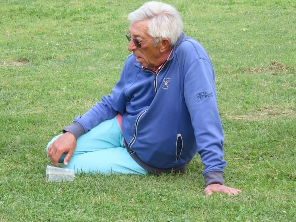 L'ami Jean-Claude Coudon se requinque, car le matin il a attérri au golf des Roucous