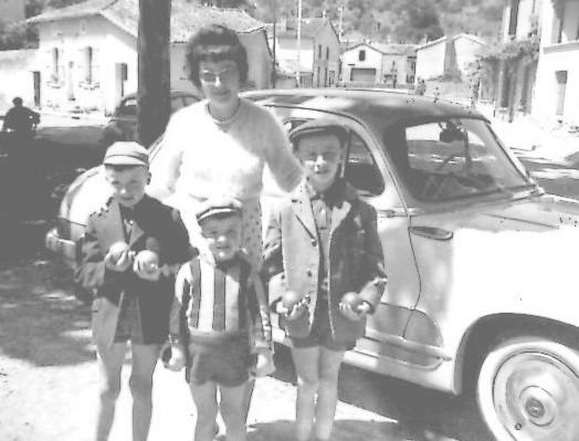La fratrie Lagarde et la maman Eliette, en 1961 concours de pétanque à Moissac
