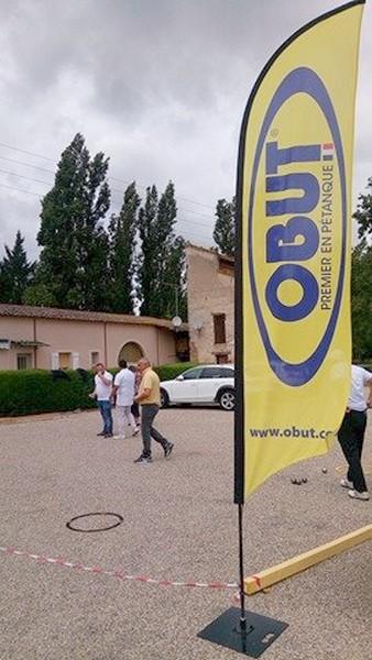 Philippe Duchein (sponsor de la compétition) taquine la petite boule OBUT