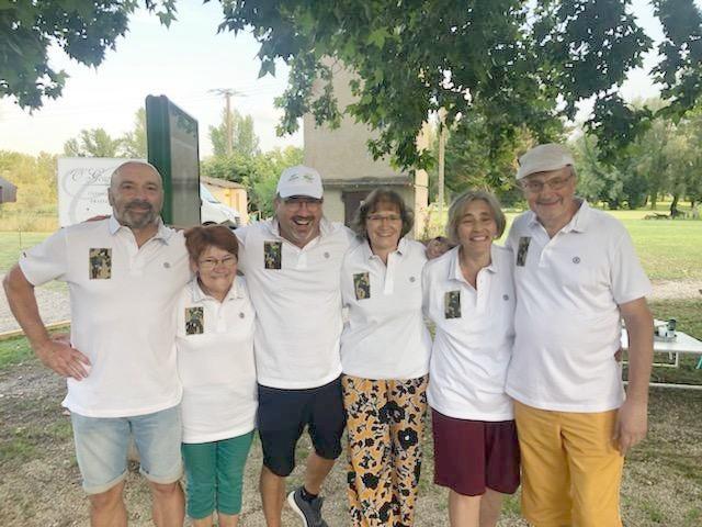 Equipe bénévoles Pétank-golf habillée par TNT Serge Blanco